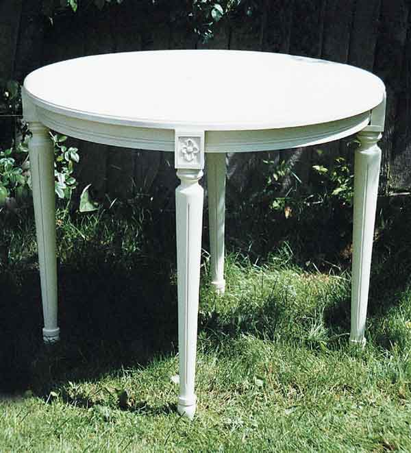 The swedish chair gustavian side table for Oka gustavian side table